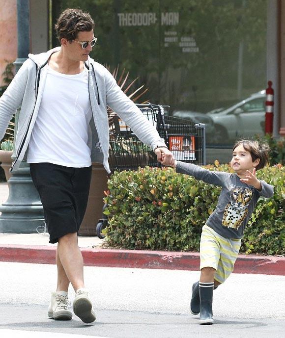 Orlando-Bloom-son-Flynn-june-2015-04