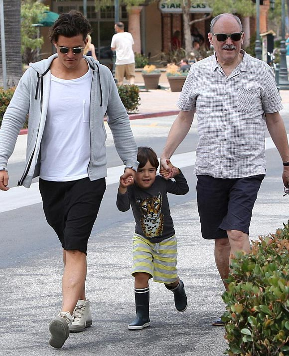 Orlando-Bloom-son-Flynn-june-2015-05