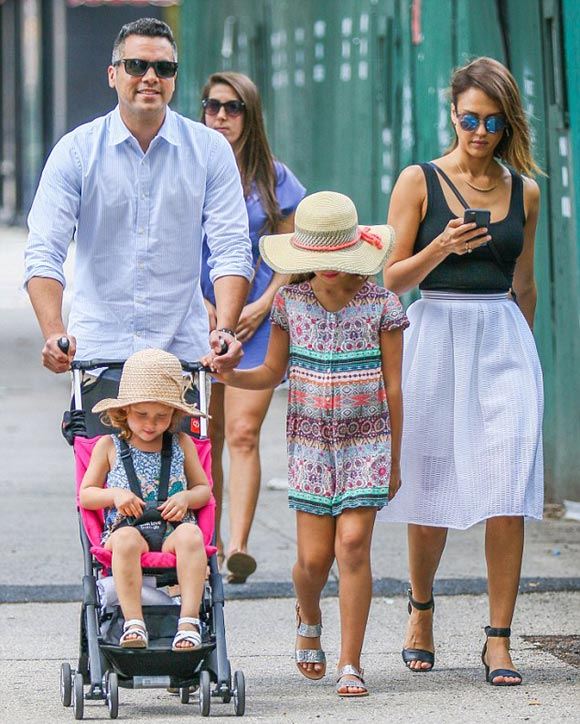 jessica-alba-family-june-2015-02