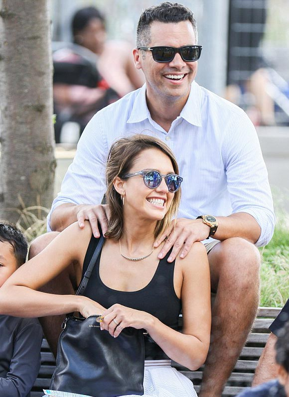 jessica-alba-family-june-2015-04