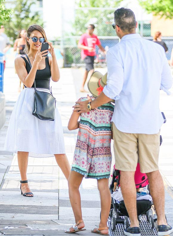 jessica-alba-family-june-2015-05
