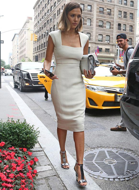 jessica-alba-fashion-office-look-june-2015