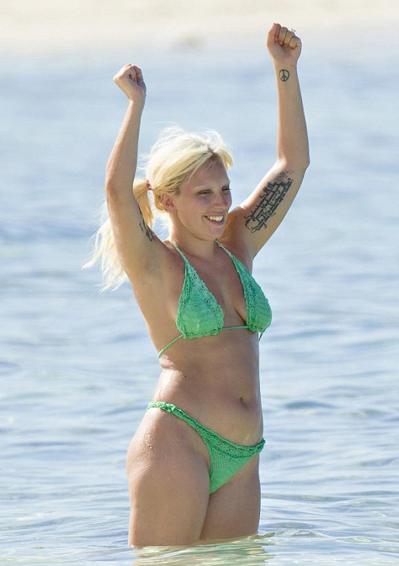 lady-gaga-makeup-free-bikini-june-2015-02