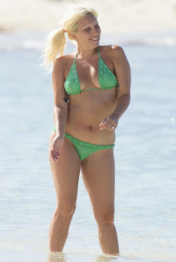 lady-gaga-makeup-free-bikini-june-2015-04