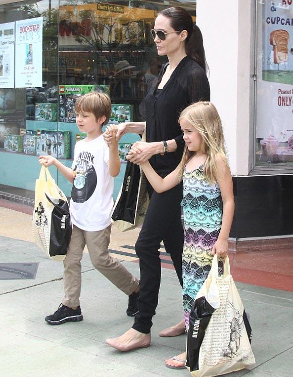 Angelina-Jolie-twins-Knox-Vivienne-2015-01