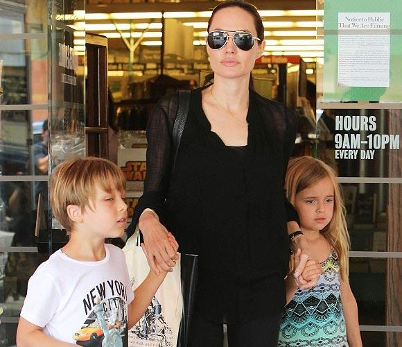 Angelina-Jolie-twins-Knox-Vivienne-2015