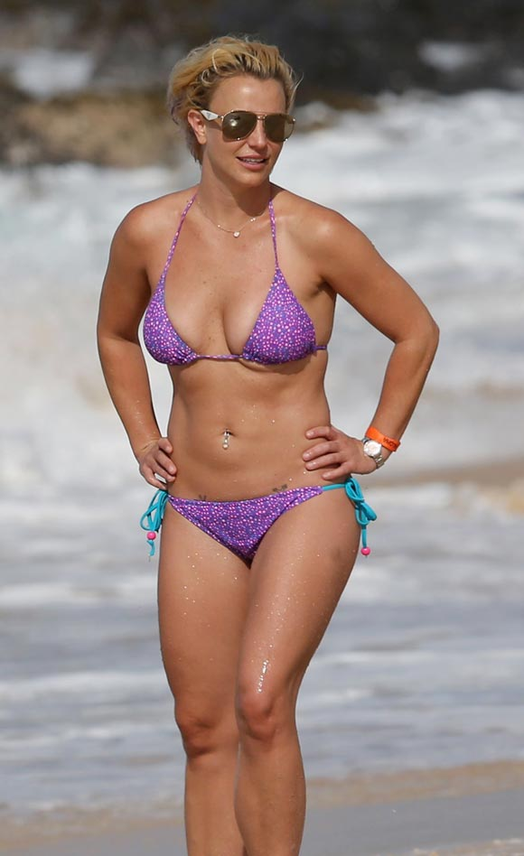 Britney-Spears-bikini-july-2015-01