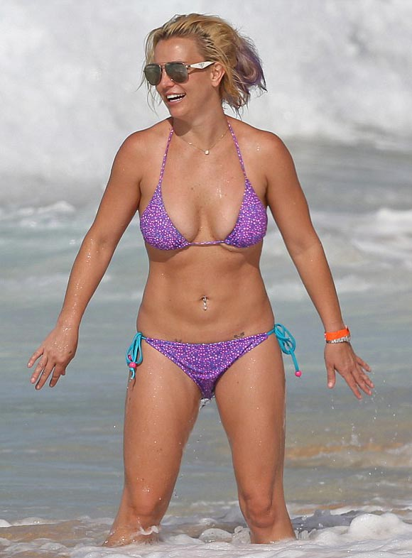Britney-Spears-bikini-july-2015