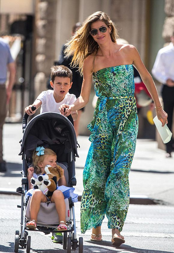 Gisele-Bundchen-Tom-Brady-family-june-2015-03