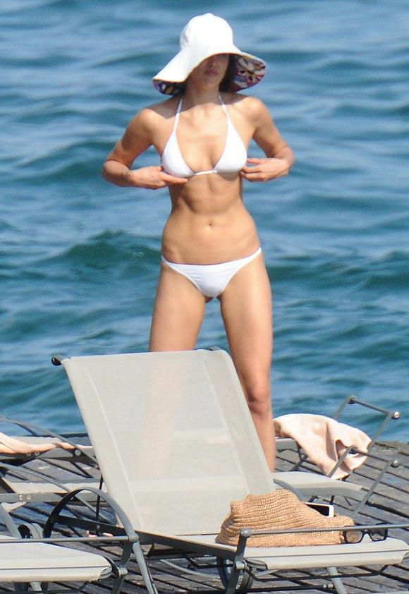 Irina-Shayk-bikini-july-2015-05