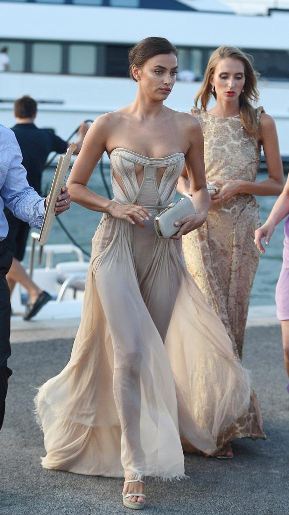 Irina-Shayk-dress-july-2015-01