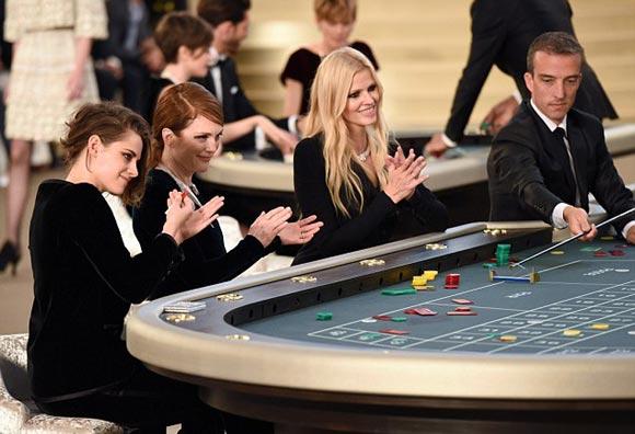 Kristen-Stewart-Chanel-PFW-2015-02-04