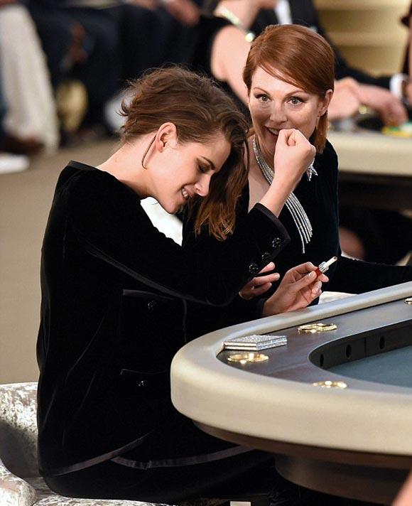 Kristen-Stewart-Chanel-PFW-2015-02-05