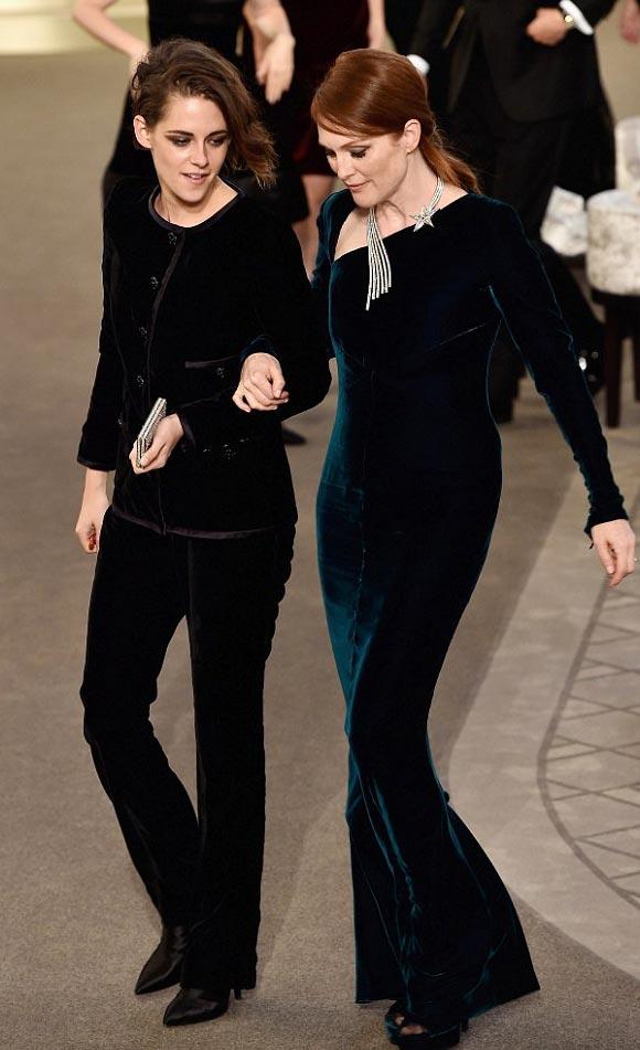 Kristen-Stewart-Julianne-Moore-Chanel-PFW-2015-08