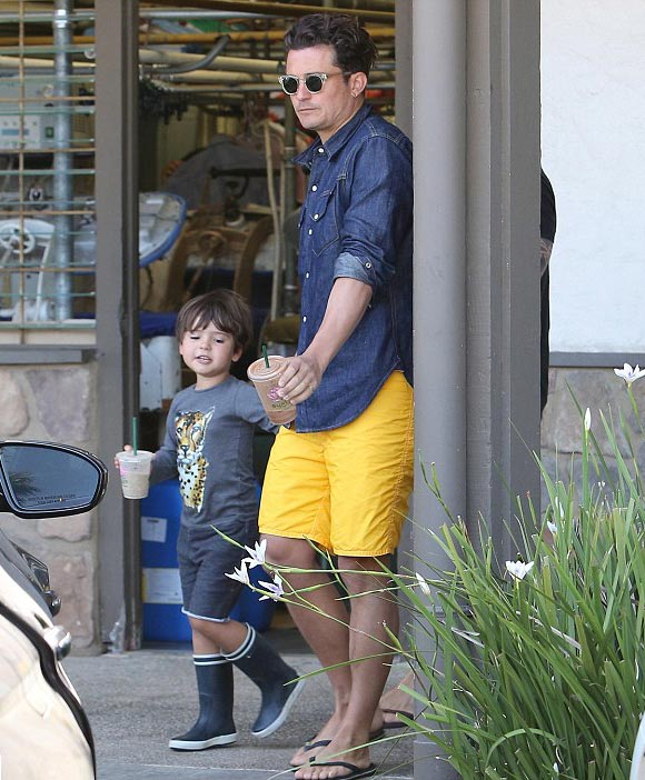 Orlando-Bloom-son-Flynn-july-2015-01
