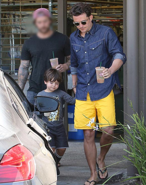 Orlando-Bloom-son-Flynn-july-2015-02