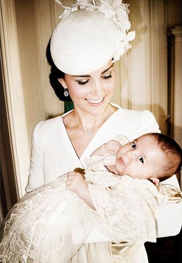 Princess-Charlotte- Christening-Prince- williams-family-Official-Photos-04