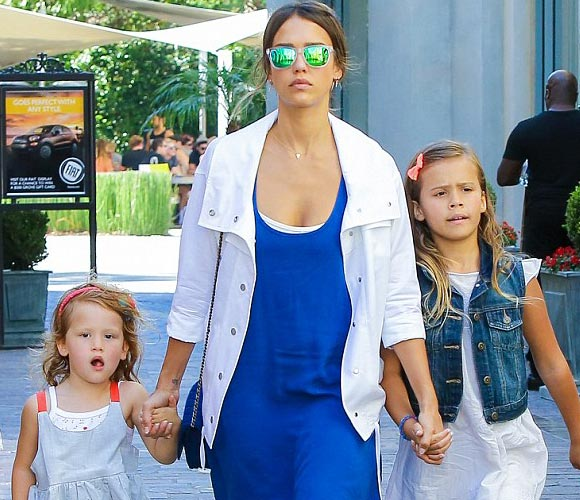 jessica-alba-daughters-july-2015