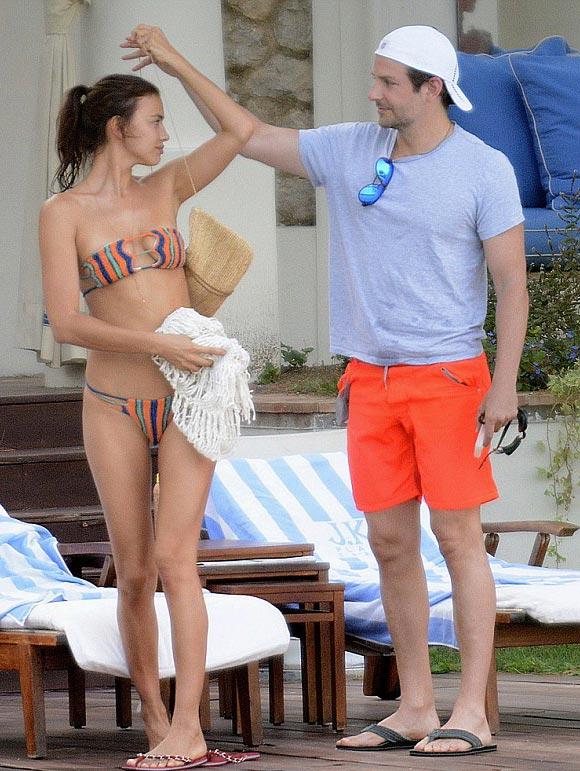 Bradley-Cooper-bikini-Irina-Shayk-kiss-aug-2015-04