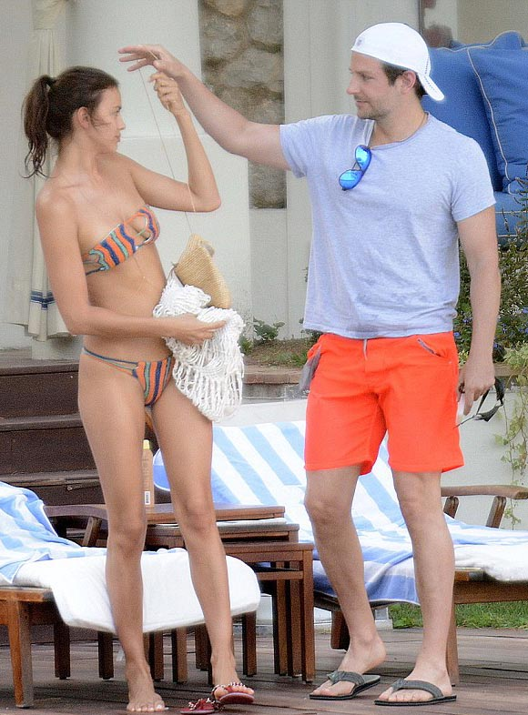 Bradley-Cooper-bikini-Irina-Shayk-kiss-aug-2015-05