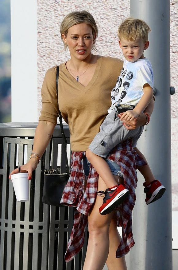 Hilary-Duff-ootd-Son-Aug-19- 2015-05