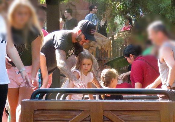 david-Beckham-harper-Disneyland-2015