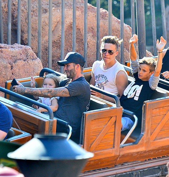 david-beckham-harper-Disneyland-2015-01