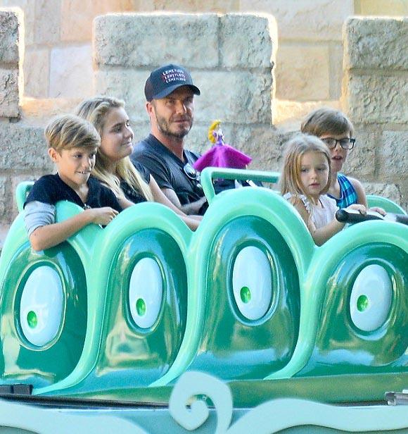david-beckham-harper-Disneyland-2015-05