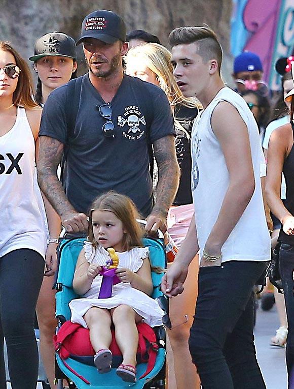 harper-Beckham-family-Disneyland-2015-04