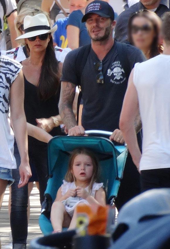 harper-Beckham-family-Disneyland-2015-05