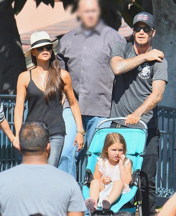 harper-Beckham-family-Disneyland-2015-06