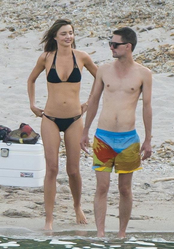miranda-kerr-evan-spiegel-beach-gossip-aug-2015-02