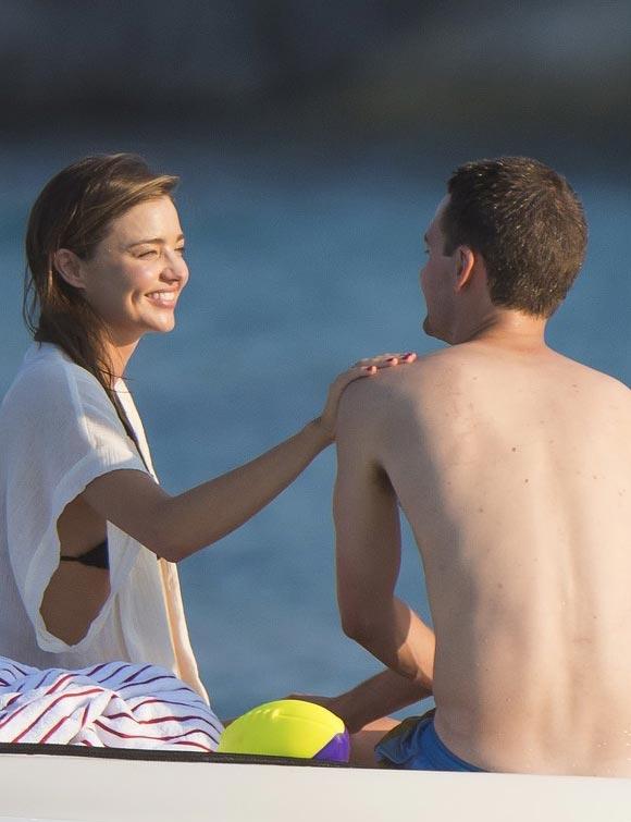 miranda-kerr-evan-spiegel-beach-gossip-aug-2015-05