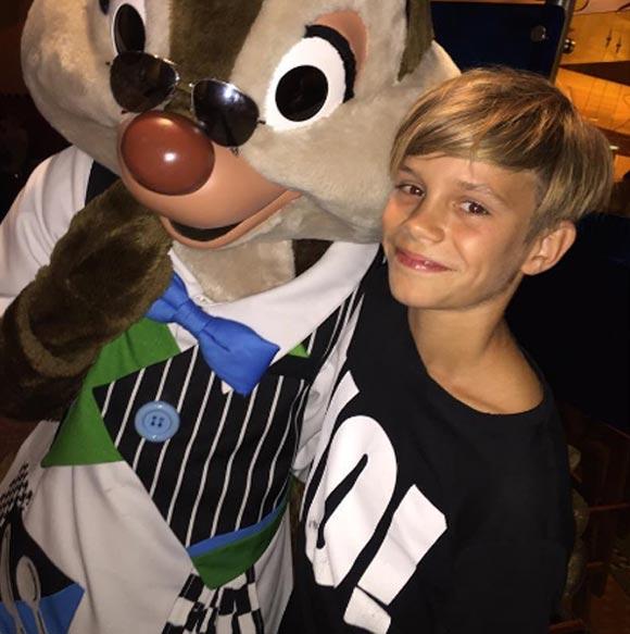 victoria-beckham-instagram-Disneyland-2015-01
