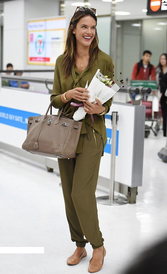 Alessandra-Ambrosio-tokyo-japan-2015-01