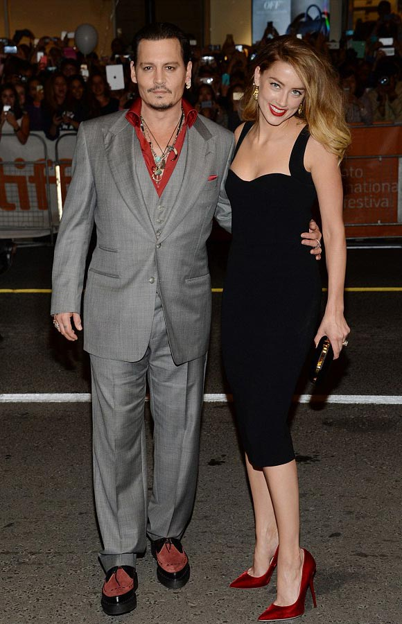 Amber-Heard-Johnny-Depp-kiss-sep-2015-01