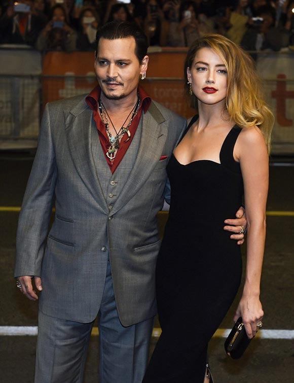 Amber-Heard-Johnny-Depp-kiss-sep-2015-02