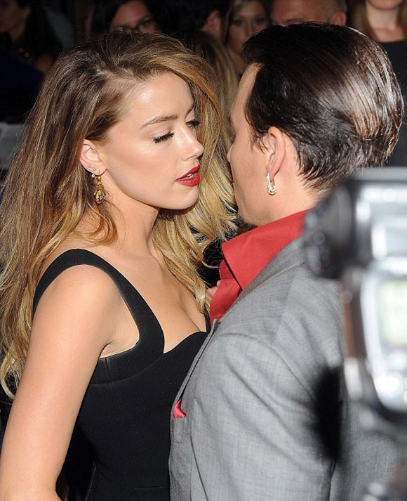 Amber-Heard-Johnny-Depp-kiss-sep-2015-04