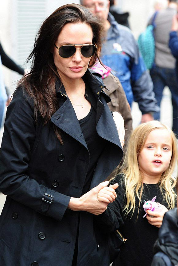 Angelina-Jolie-children-sept-2015-05