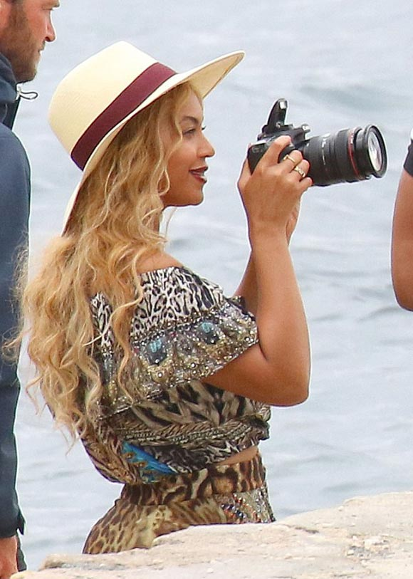 Beyonce-daughter-blue-sep-2015-01