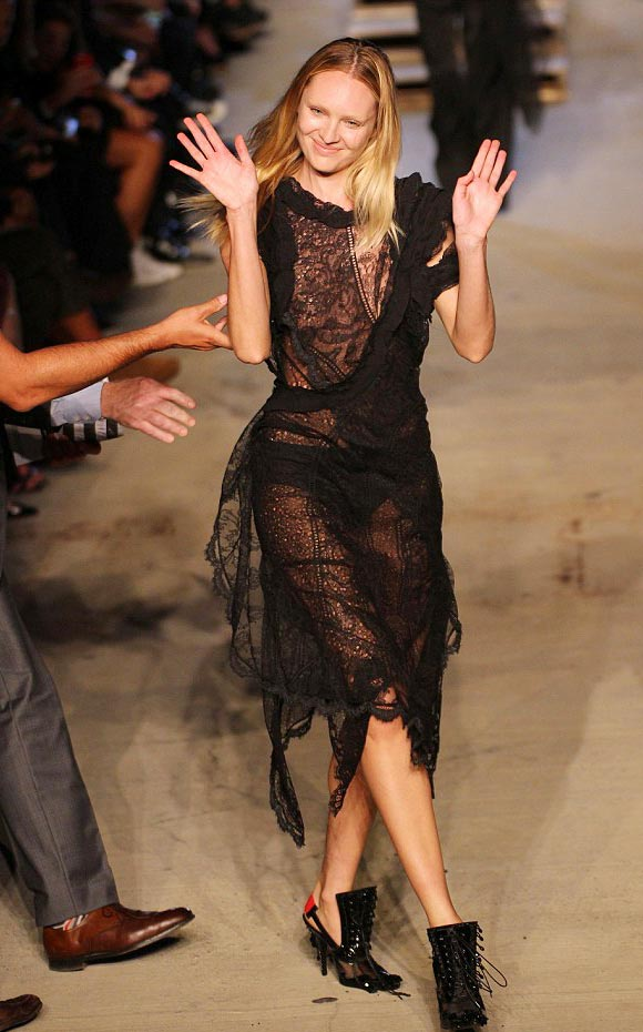 Candice-Swanepoel-Givenchy-nyfw-sep-2015-05