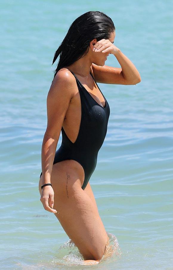 Selena-Gomez swimsuit-sep-2015-06