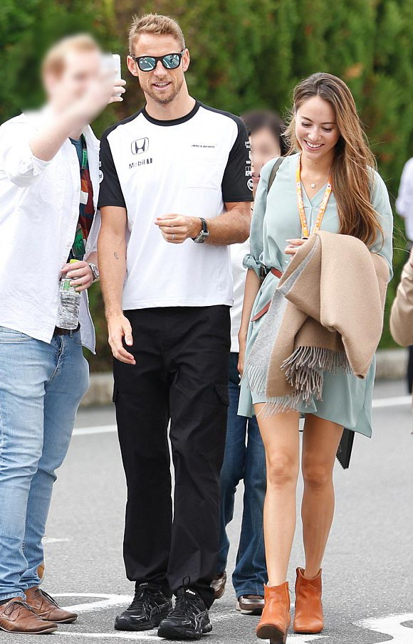 michibata-jessica-Jessica-Button-f1-japan-GP-sep-2015-01