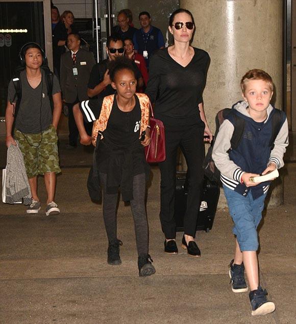 Angelina-Jolie-children-oct-2015-02