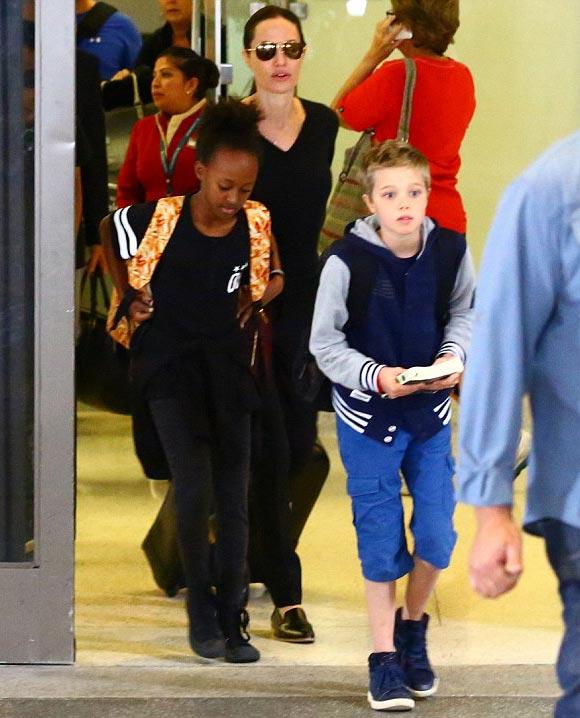 Angelina-Jolie-children-oct-2015-04