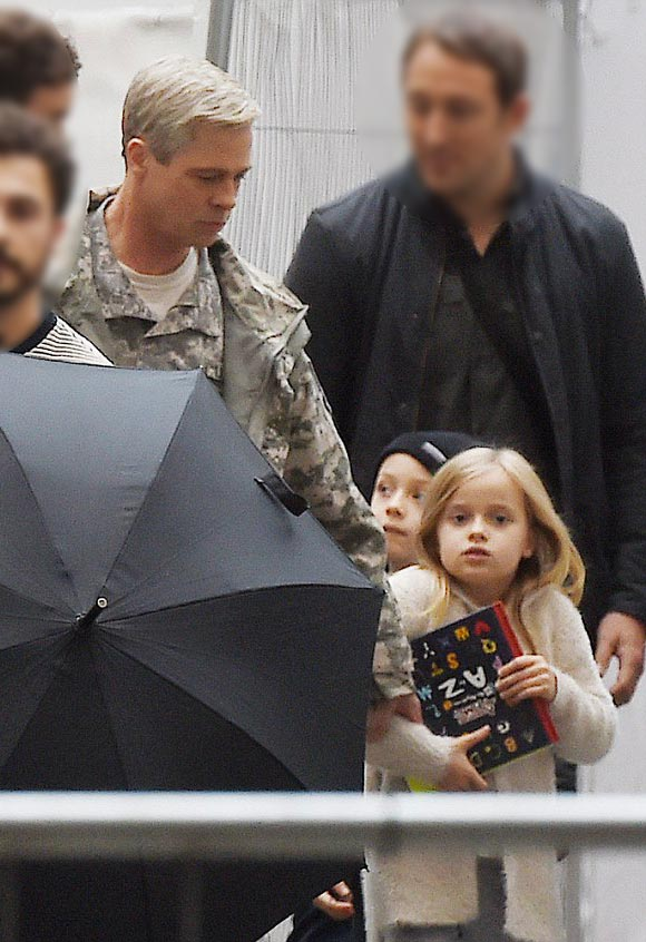 Brad-Pitt-twins-Knox-Vivienne-oct-2015-02