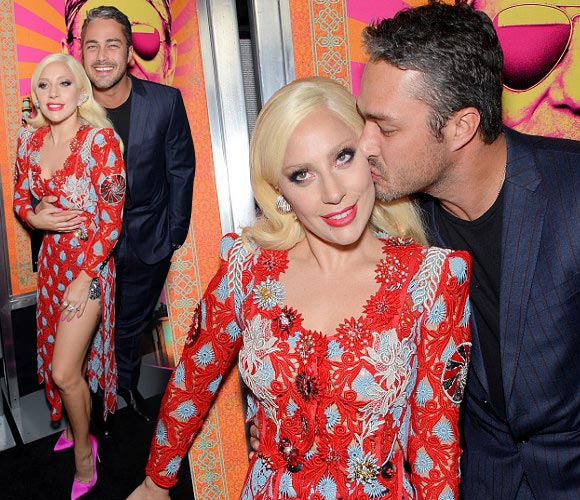 Lady-Gaga-Taylor-Kinney-kiss-oct-2015