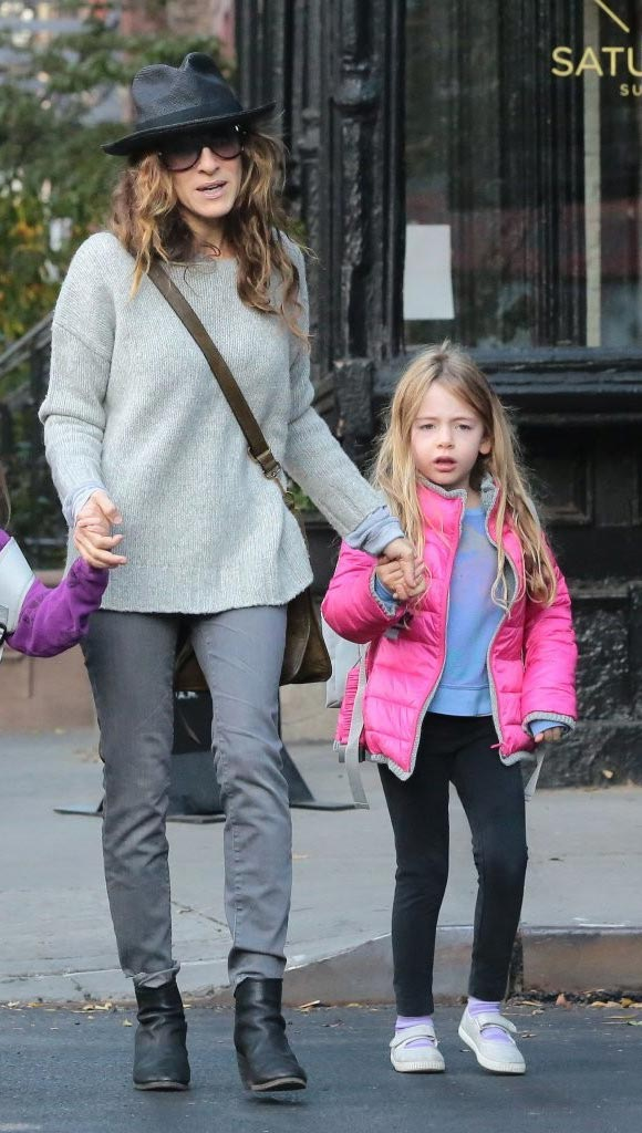 Sarah-Jessica-Parker-daughters-26-oct-2015-03