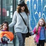 サラ・ジェシカ・パーカー、双子の姉妹を学校に送る #ファッション #私服