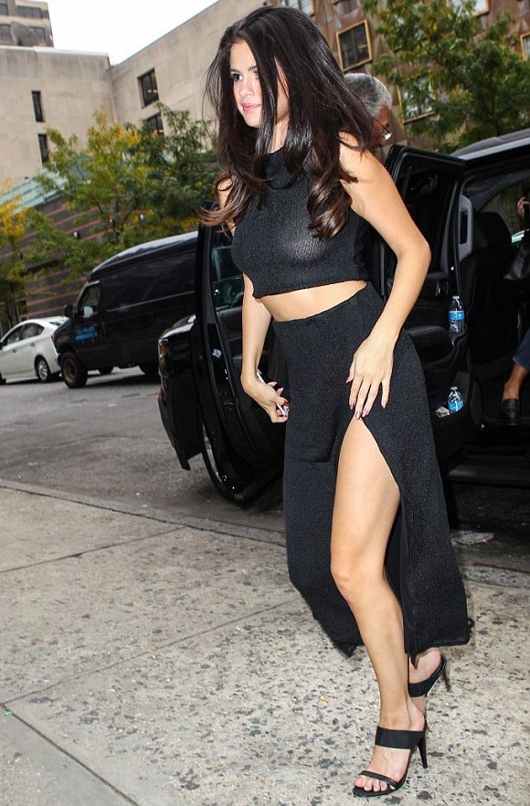 Selena-Gomez-outfit-oct-2015-01